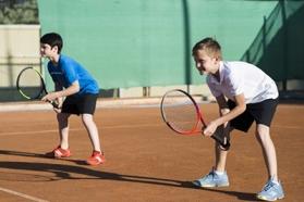 Image Jeunes joueurs tennis